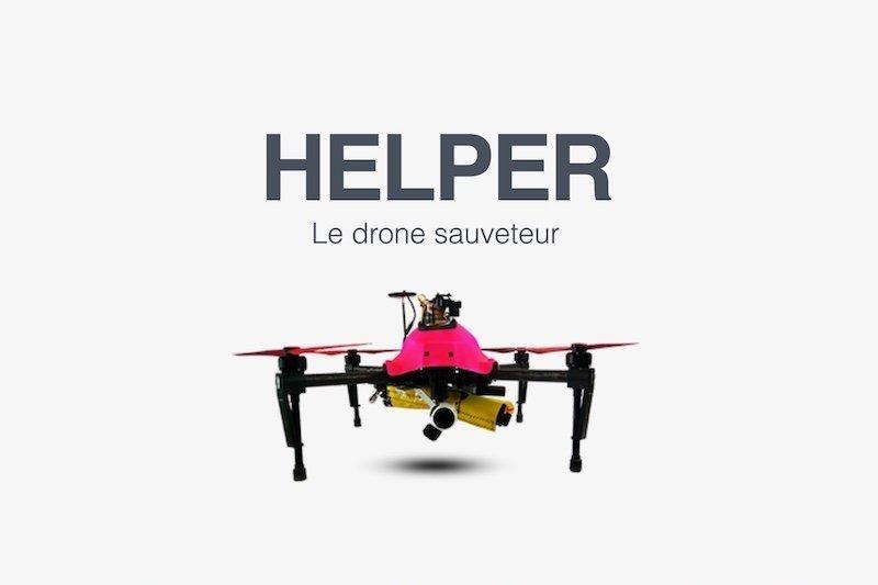 DrohnenQuadrocopter am Badestrand bringen Rettungskissen