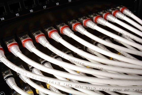 AWG-28-Patchkabel schaffen Platz im Serverrack