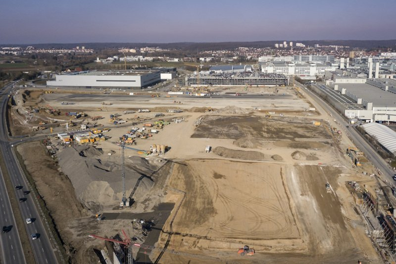AutomobilindustrieMercedes-Benz baut die Autofabrik der Zukunft