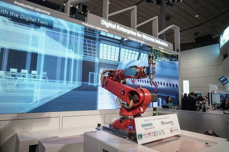 Industrie 4.0Fraunhofer und Siemens digitalisieren den Flugzeugbau