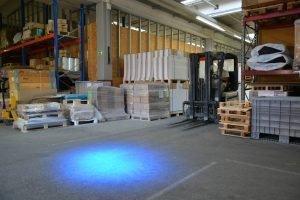 Ein intelligentes LED-Licht warnt Stapler und Mitarbeiter vor Zusammenstößen