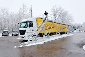 Für Schäden durch Eis auf dem Lkw haftet der Fahrer