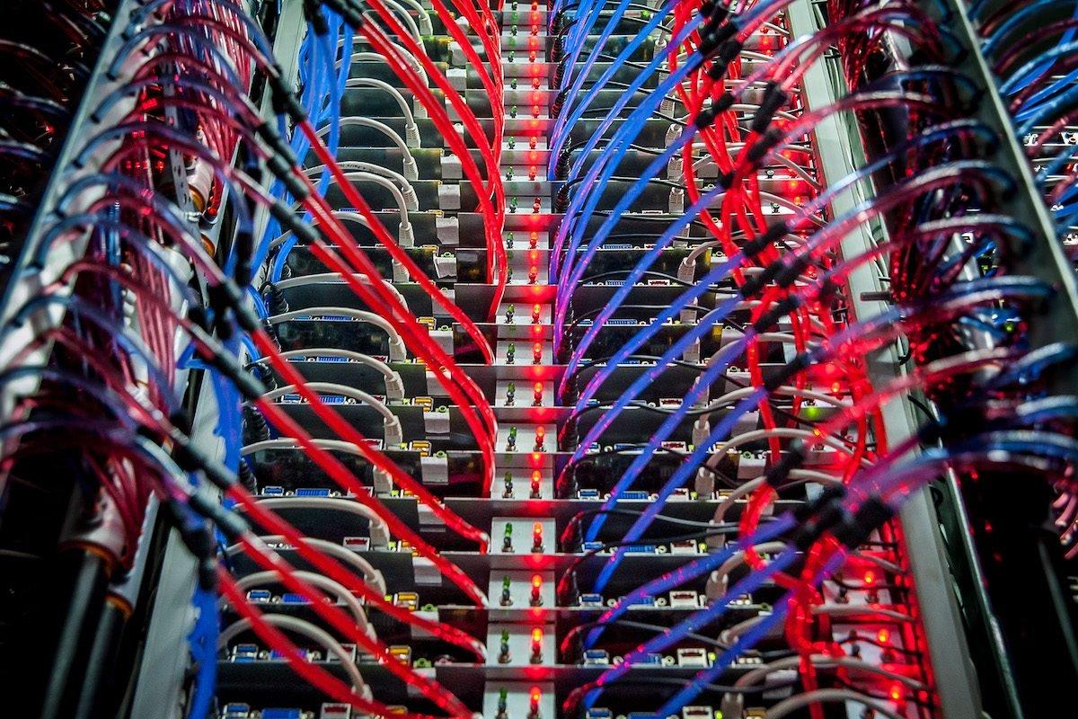 Wer Datacenter baut, damit es zwischen den Servern zieht