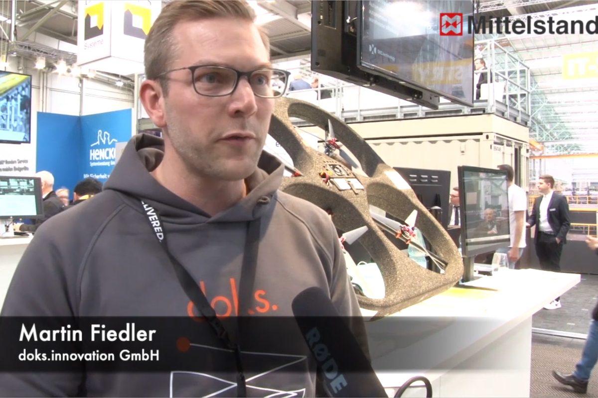 Hannover MesseSmarte Drohnen fliegen Inventur im Regallager