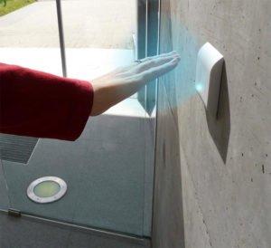 Berührungslose Taster für Automatiktüren sorgen für Sicherheit und Gesundheit