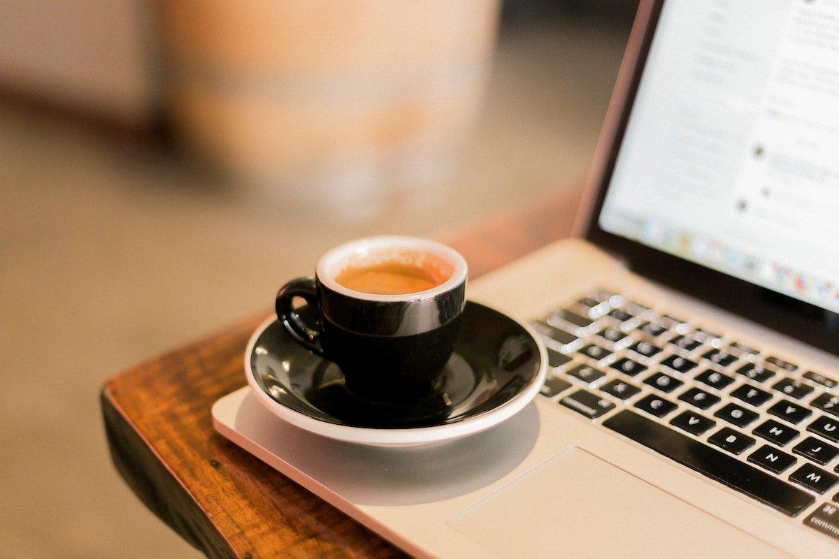 "© <a href=""https://unsplash.com/@wordsmithmedia?utm_source=unsplash&utm_medium=referral&utm_content=creditCopyText"">Allie</a> – <a href=""https://unsplash.com/s/photos/computer-coffee?utm_source=unsplash&utm_medium=referral&utm_content=creditCopyText"">Unsplash</a>"