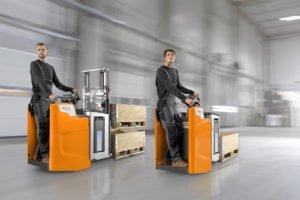 Lagertechnik mit Standplattform schützt Fahrerfüße